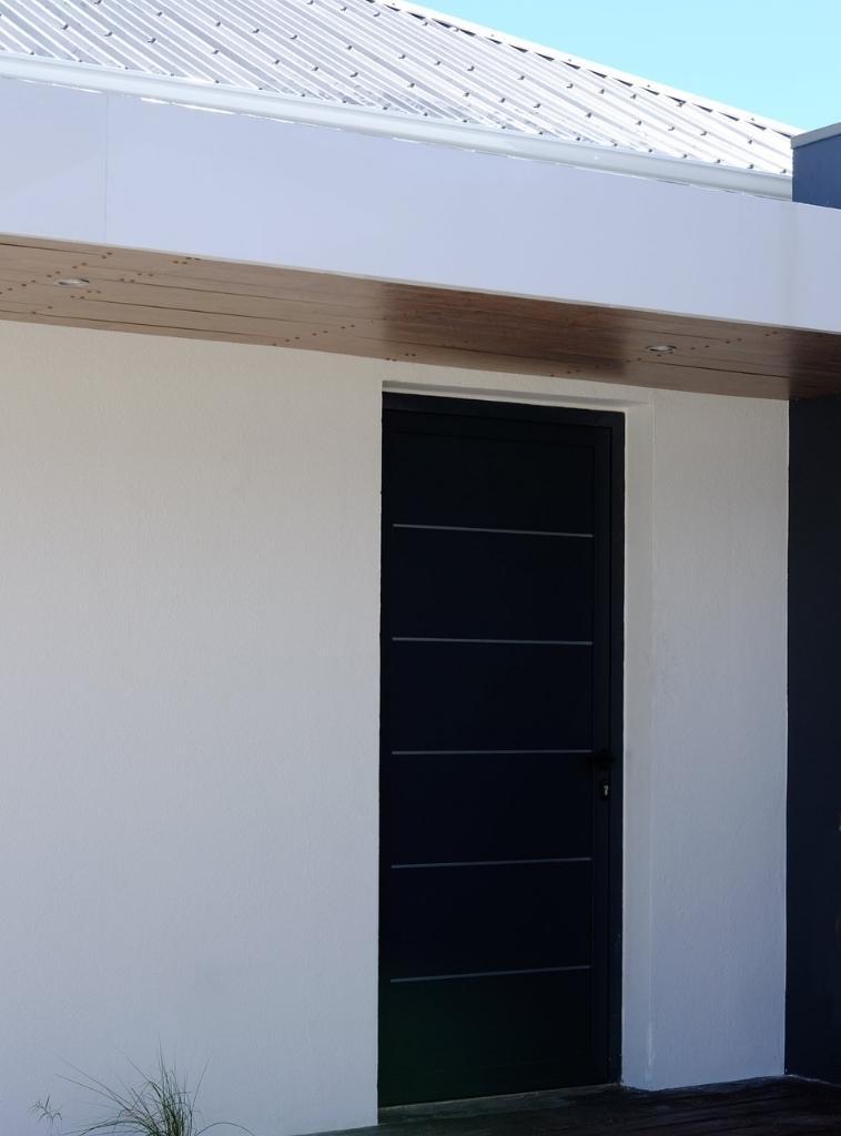 Porte-technal-PB-classique-panneaux-lames-lisere-inox-large