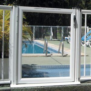 garde corps piscine aluminium porte blanc
