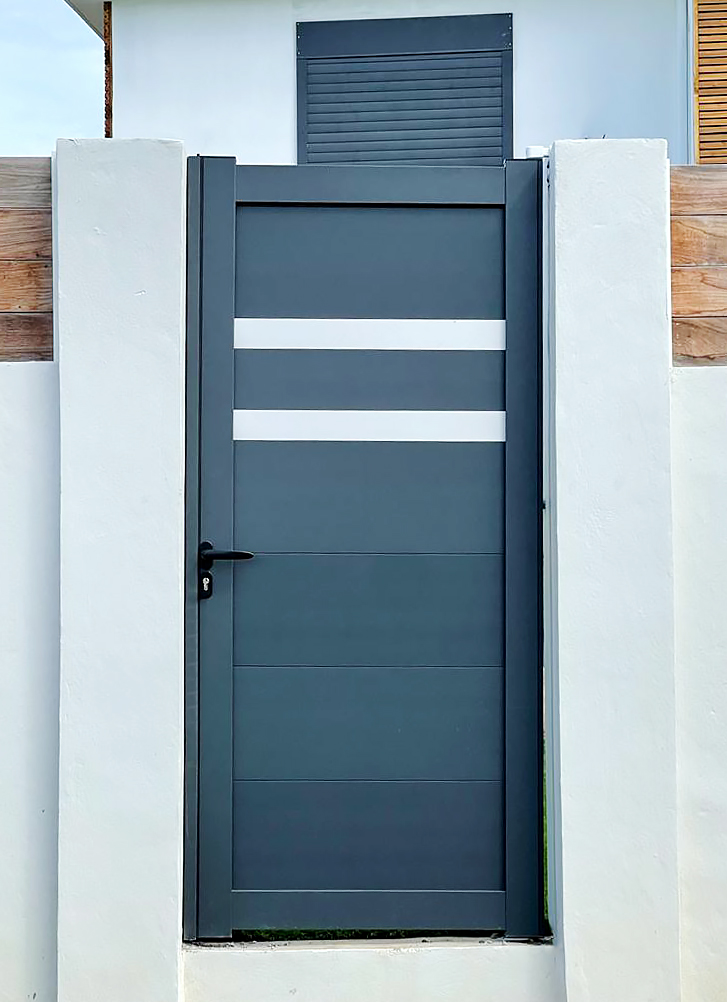 portail-motorise-technal-graphite-portillon-aluminium