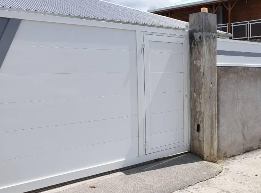 portail-motorise-technal-portillon-aluminium