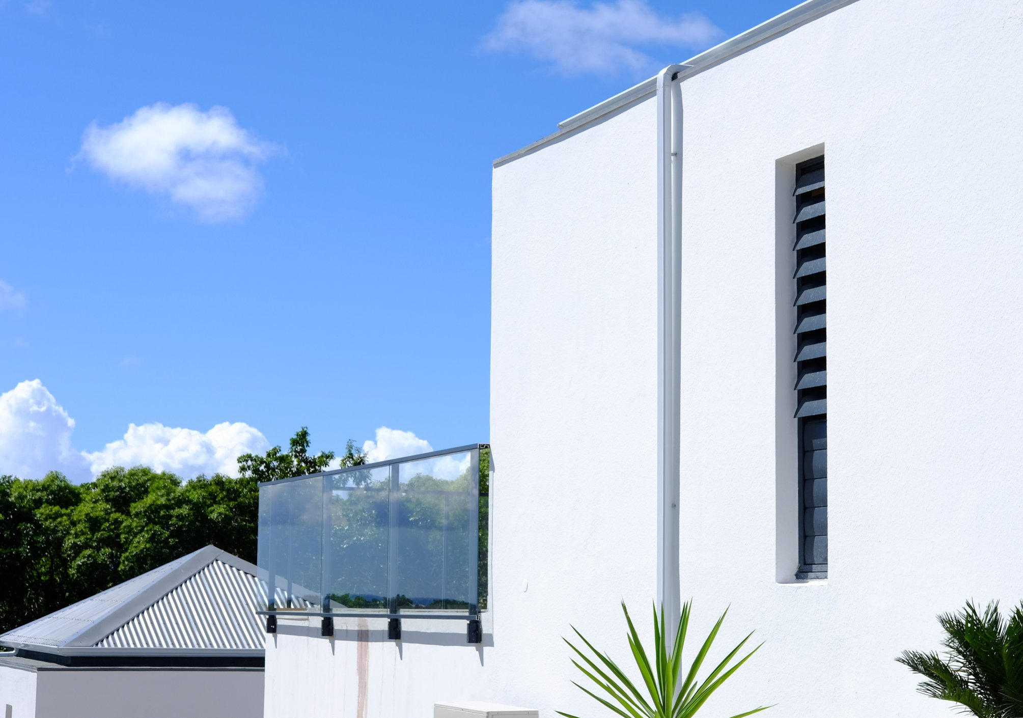 garde-corps-guadeloupe-aluminium-verre-technal-securite-normes-chute-protection-vide