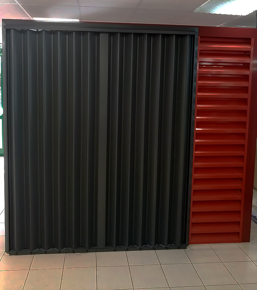 volet-accordeon-aluminium-fenetre-securite-anticyclonique-laque-graphite