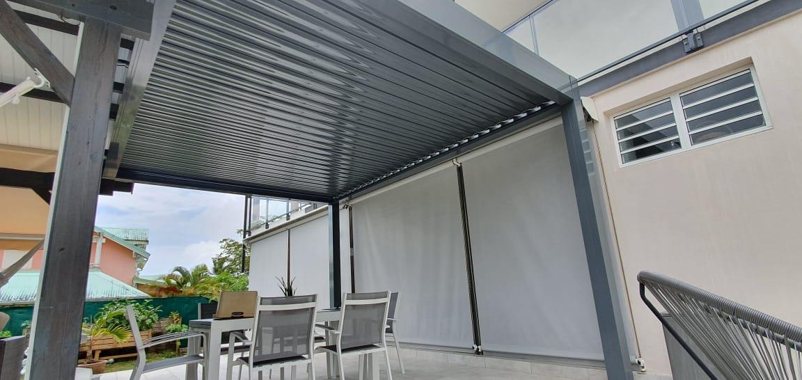 pergola-climatique-lame-orientable-aluminium-blanche