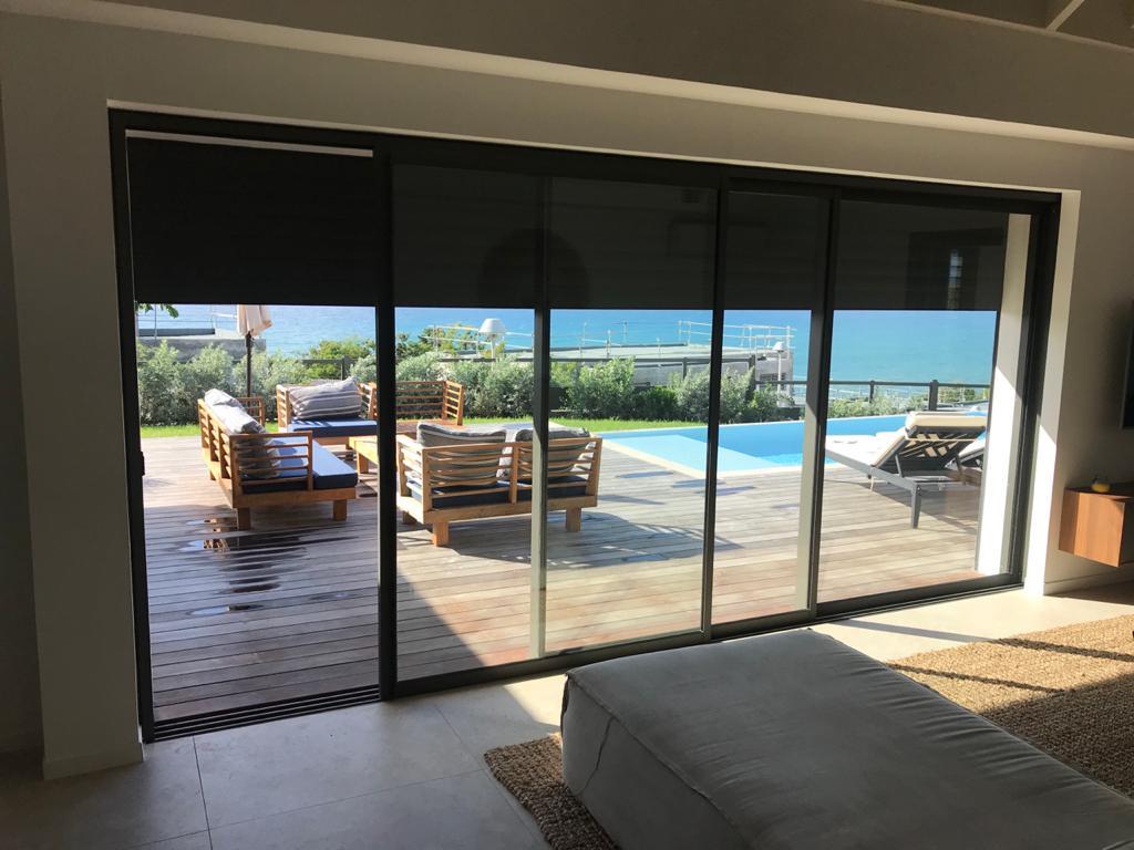 baie-vitree-coulissant-technal-gb+-fenetre-villa-guadeloupe-paracyclonique-tropical-performance-vitre-vitrage-protection-vents-gyn-nouveaute