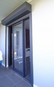 baie vitrée aluminium couleur graphite menuiserie guadeloupe