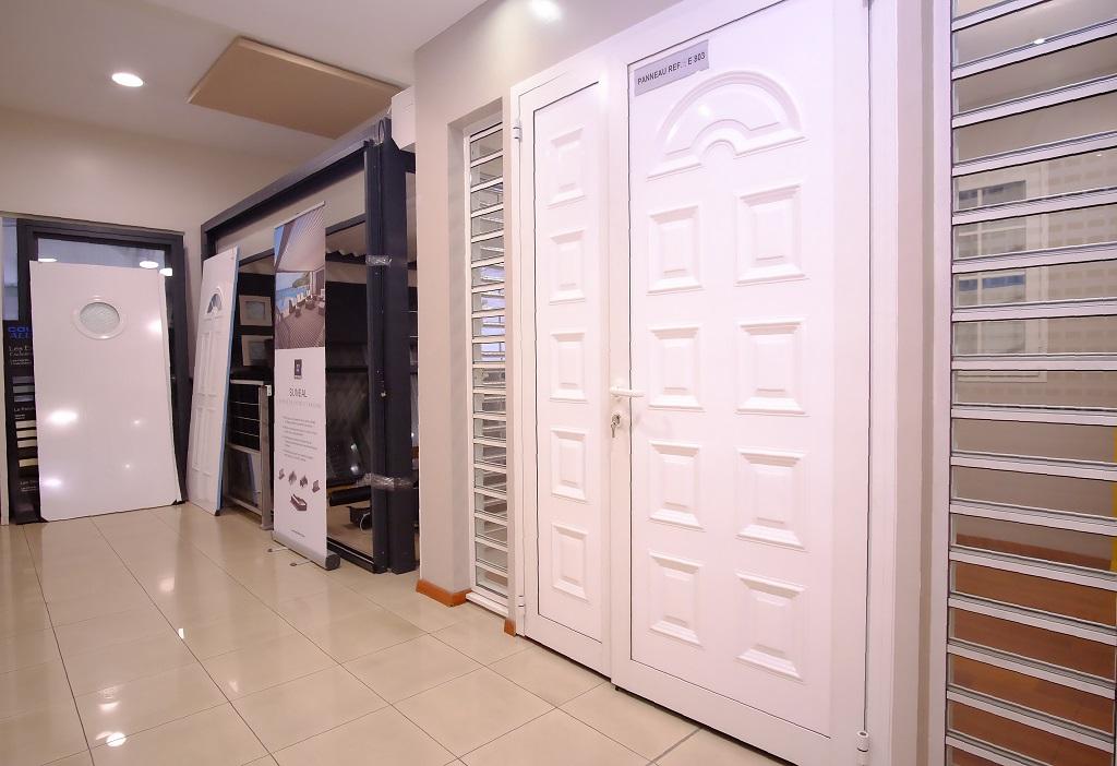 Notre showroom miroiterie - marbrerie - vitrerie - menuiserie aluminium