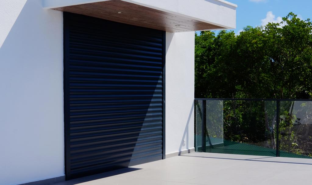 auvent-aluminium-bois-protection-brise-soleil-intemperies