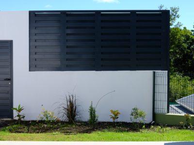 brise-soleil-aluminium-protection-solaire-pluie-lames-tubulaires-orientables-ventilation-aeration